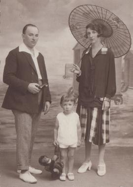 "Schamroth and Taub Families, ""Leo Schamroth and his parents"""